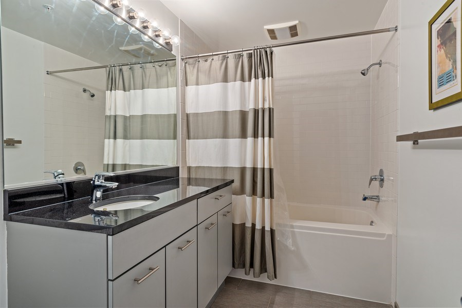 Real Estate Photography - 659 West Randolph St, 1806, Chicago, IL, 60661 - 2nd Bathroom