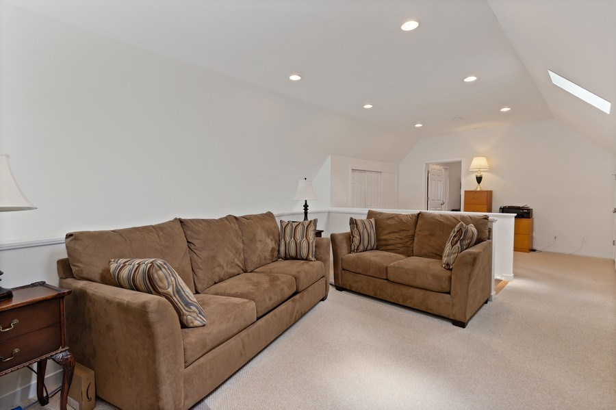 Real Estate Photography - 33842 North Lake Shore Dr, Gages Lake, IL, 60030 - Loft