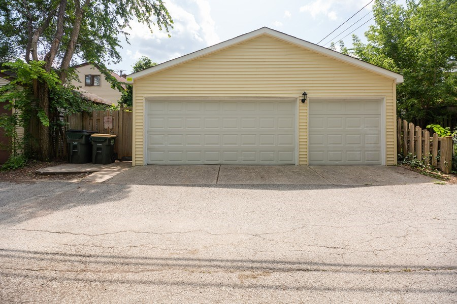 Real Estate Photography - 1326 E. Northwest Highway, Arlington Heights, IL, 60004 - Garage
