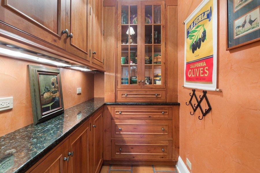 Real Estate Photography - 618 N. Scottsvale Lane, Arlington Heights, IL, 60004 - Walk-in Pantry
