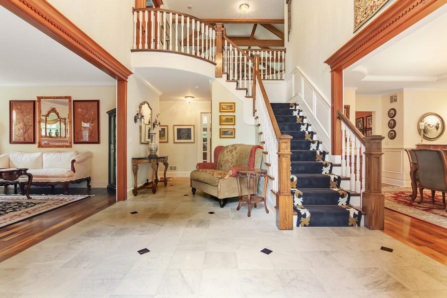 Real Estate Photography - 618 N. Scottsvale Lane, Arlington Heights, IL, 60004 - Foyer