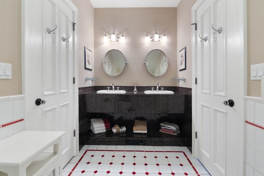 Real Estate Photography - 618 N. Scottsvale Lane, Arlington Heights, IL, 60004 - Jack & Jill Bath Between Bedrooms 3 & 4
