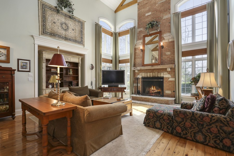 Real Estate Photography - 618 N. Scottsvale Lane, Arlington Heights, IL, 60004 - Family Room