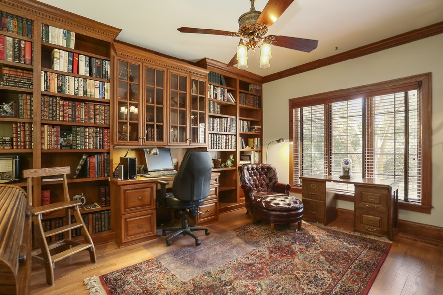 Real Estate Photography - 618 N. Scottsvale Lane, Arlington Heights, IL, 60004 - Library