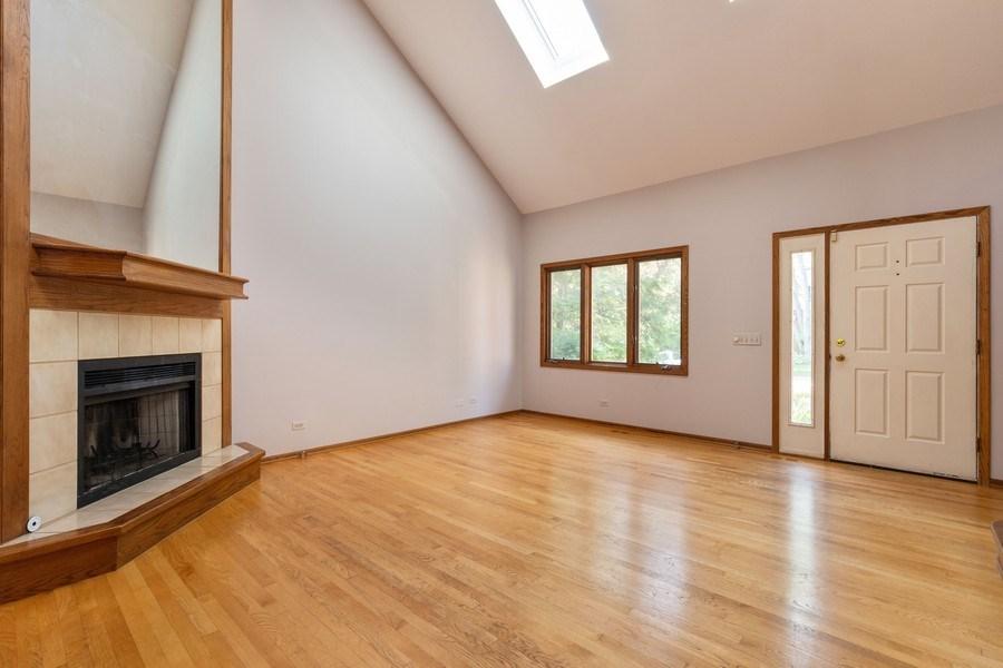 Real Estate Photography - 318 E. Sunnyside Avenue, Libertyville, IL, 60048 - Living Room