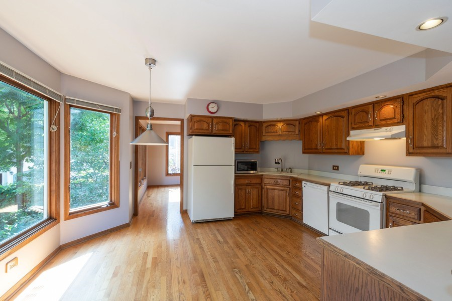 Real Estate Photography - 318 E. Sunnyside Avenue, Libertyville, IL, 60048 - Kitchen