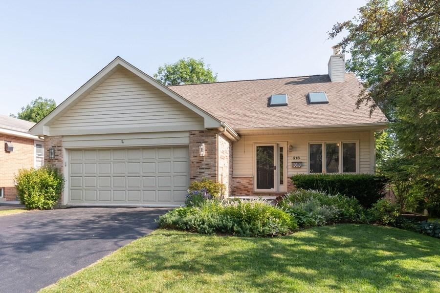 Real Estate Photography - 318 E. Sunnyside Avenue, Libertyville, IL, 60048 - Front View