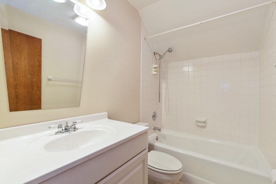 Real Estate Photography - 318 E. Sunnyside Avenue, Libertyville, IL, 60048 - Bathroom