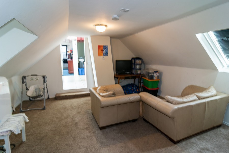 Real Estate Photography - 147 25TH Avenue, Bellwood, IL, 60104 - 3RD UNIT LIVING ROOM