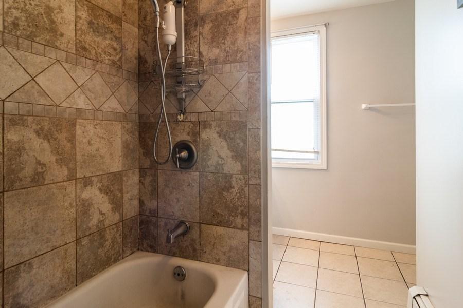 Real Estate Photography - 147 25TH Avenue, Bellwood, IL, 60104 - 1ST UNIT BATHROOM