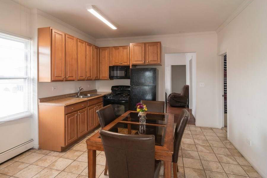 Real Estate Photography - 147 25TH Avenue, Bellwood, IL, 60104 - 2ND UNIT KITCHEN & BREAKFAST AREA