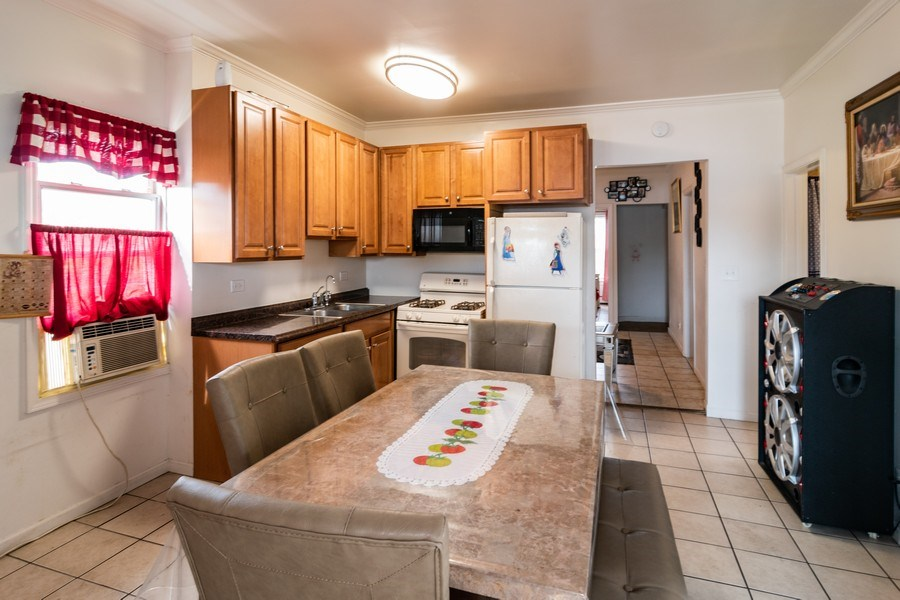 Real Estate Photography - 147 25TH Avenue, Bellwood, IL, 60104 - 1ST UNIT KITCHEN & BREAKFAST AREA