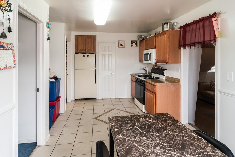 Real Estate Photography - 147 25TH Avenue, Bellwood, IL, 60104 - 3RD UNIT KITCHEN