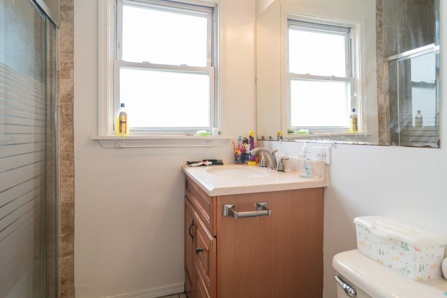 Real Estate Photography - 147 25TH Avenue, Bellwood, IL, 60104 - 3RD UNIT BATHROOM