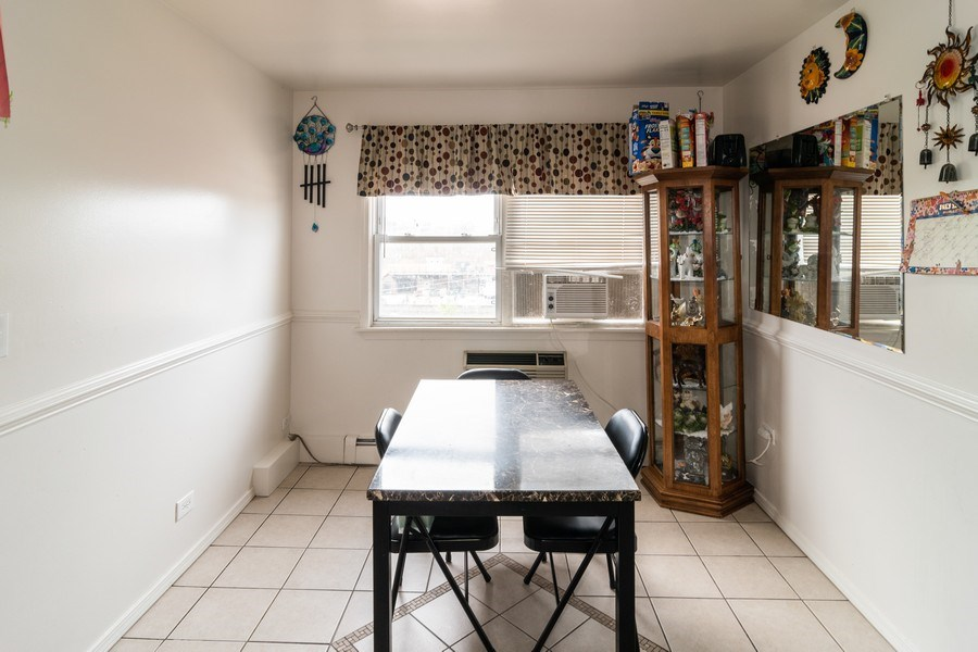 Real Estate Photography - 147 25TH Avenue, Bellwood, IL, 60104 - 3RD UNIT BREAKFAST AREA