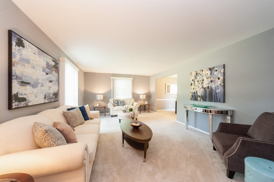 Real Estate Photography - 1051 Cobblestone Ct, Northbrook, IL, 60062 - Living Room
