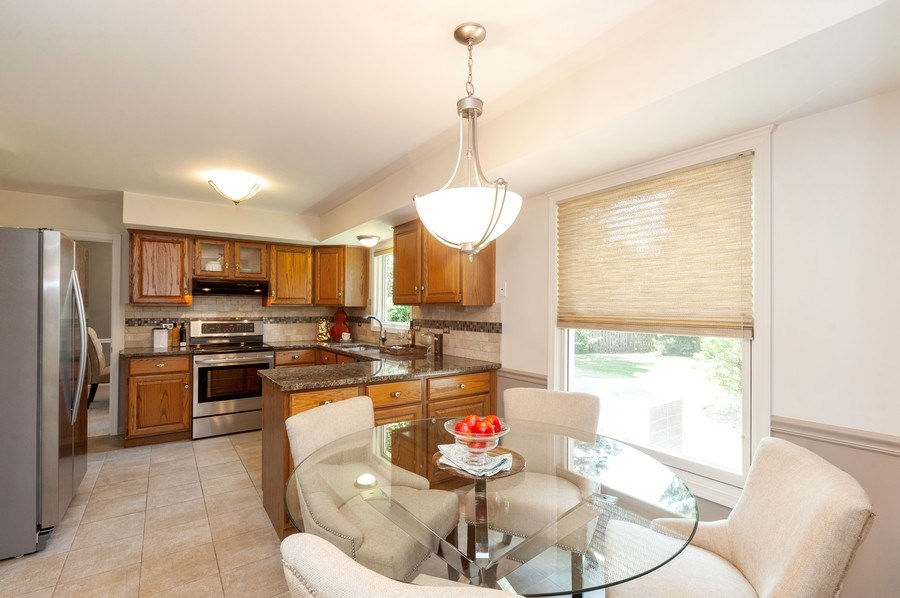 Real Estate Photography - 1051 Cobblestone Ct, Northbrook, IL, 60062 - Kitchen / Breakfast Room