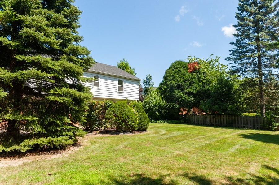Real Estate Photography - 1051 Cobblestone Ct, Northbrook, IL, 60062 - Back Yard View 1