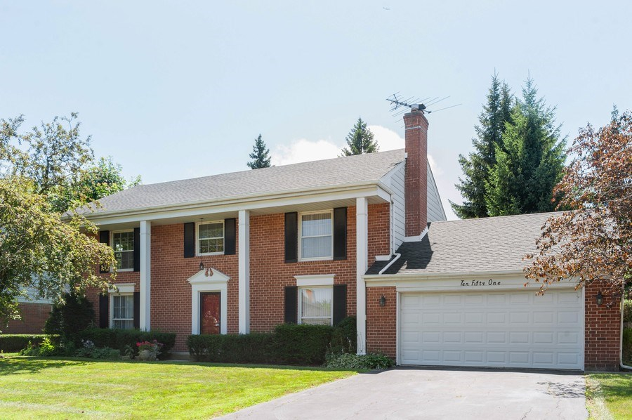 Real Estate Photography - 1051 Cobblestone Ct, Northbrook, IL, 60062 - Front View