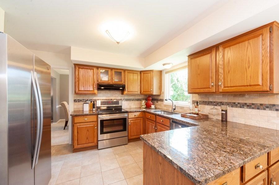 Real Estate Photography - 1051 Cobblestone Ct, Northbrook, IL, 60062 - Kitchen