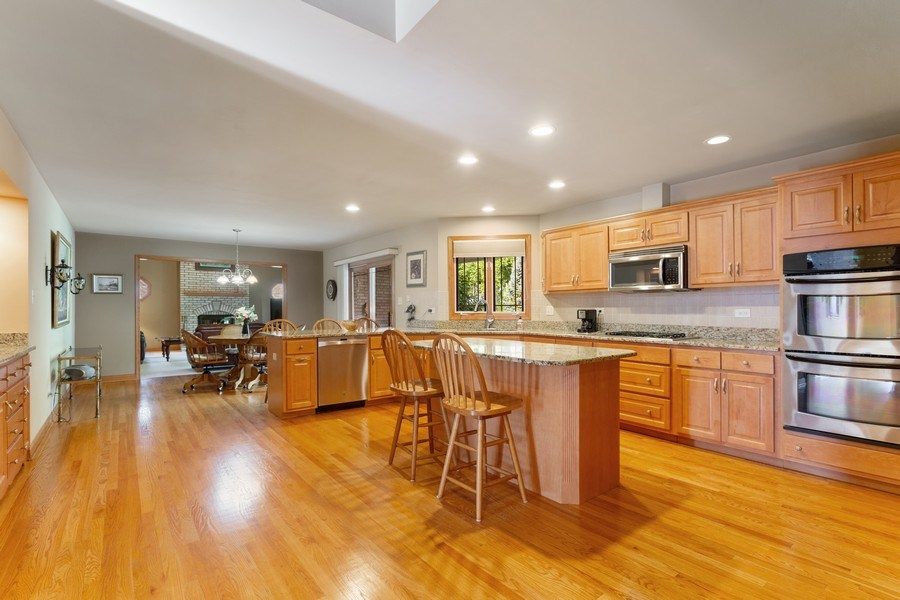 Real Estate Photography - 20231 Brendan St, Frankfort, IL, 60423 - Kitchen
