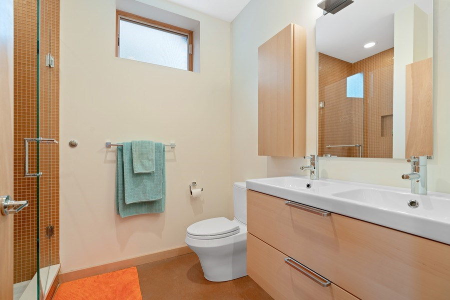 Real Estate Photography - 650 East Oakwood Blvd, Chicago, IL, 60653 - 3rd Bathroom
