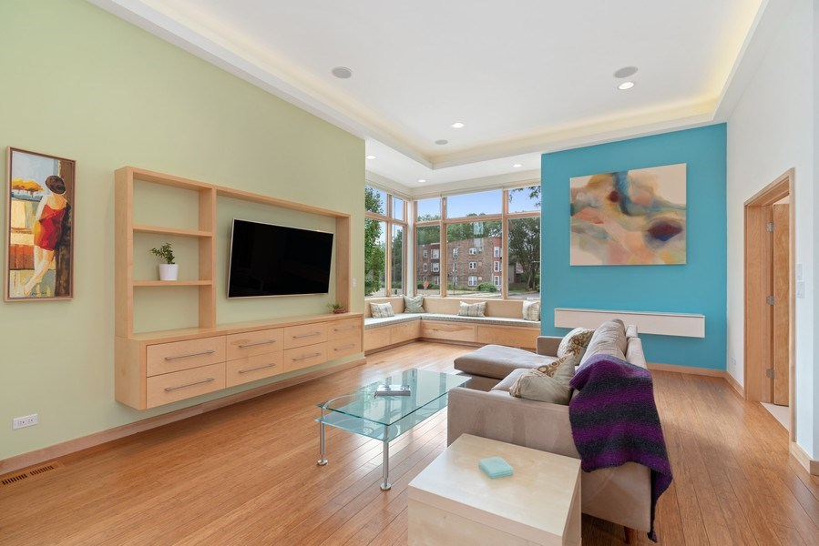 Real Estate Photography - 650 East Oakwood Blvd, Chicago, IL, 60653 - Living Room