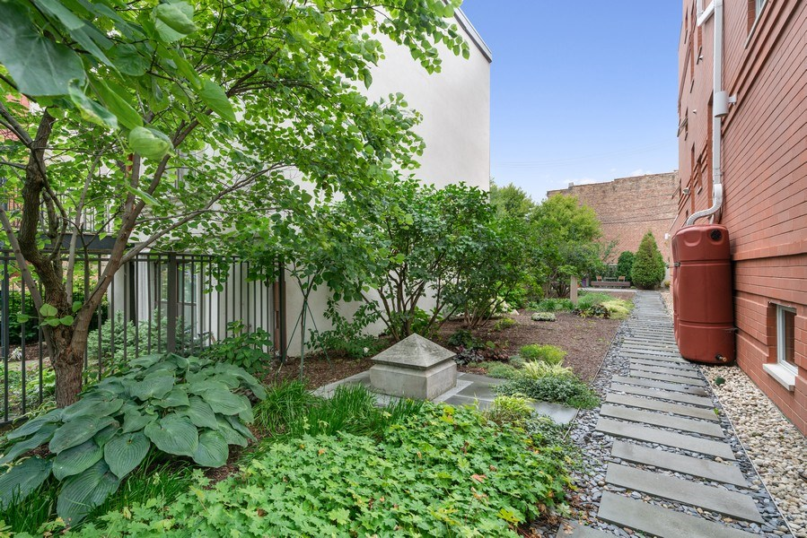 Real Estate Photography - 650 East Oakwood Blvd, Chicago, IL, 60653 - Side Yard 2