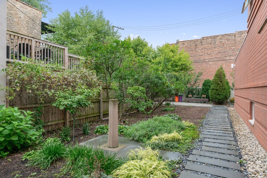 Real Estate Photography - 650 East Oakwood Blvd, Chicago, IL, 60653 - Side Yard 1