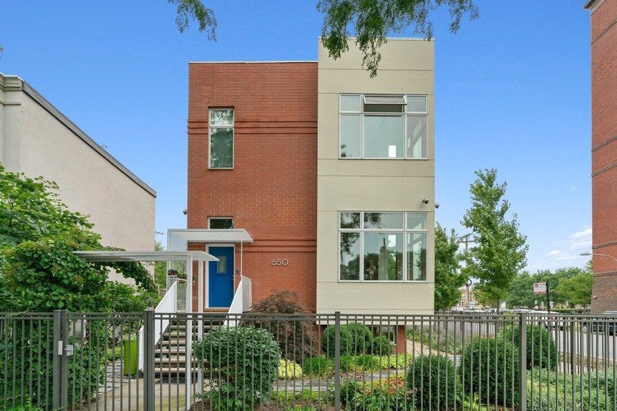Real Estate Photography - 650 East Oakwood Blvd, Chicago, IL, 60653 - Front View