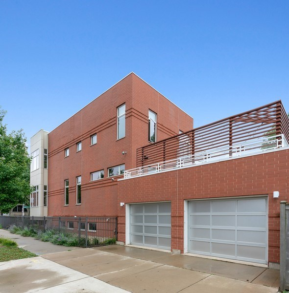 Real Estate Photography - 650 East Oakwood Blvd, Chicago, IL, 60653 - Side View