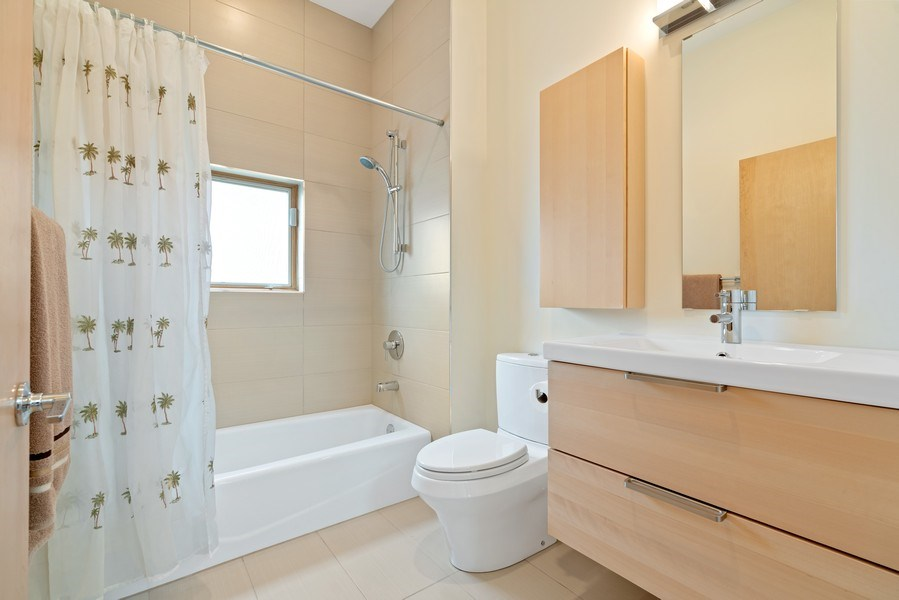 Real Estate Photography - 650 East Oakwood Blvd, Chicago, IL, 60653 - 2nd Bathroom