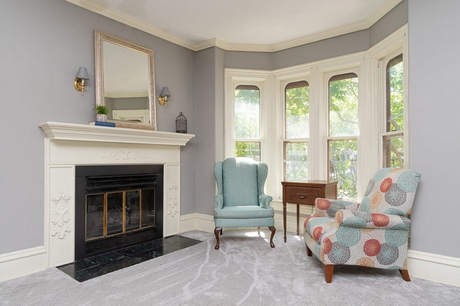 Real Estate Photography - 240 South Lincoln Ave, Aurora, IL, 60505 - Living Room