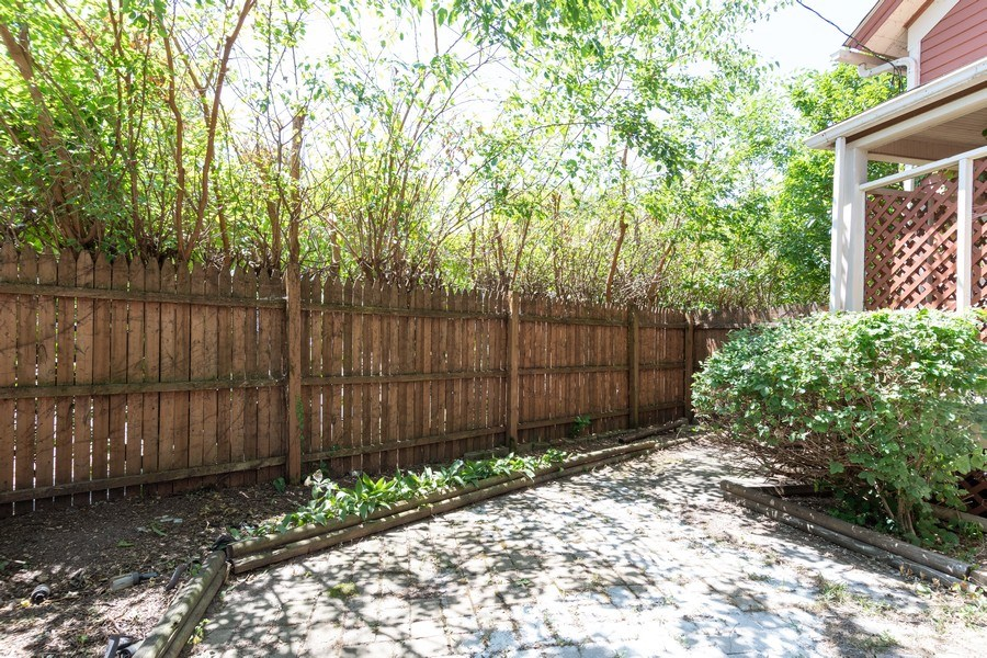 Real Estate Photography - 240 South Lincoln Ave, Aurora, IL, 60505 - Back Yard