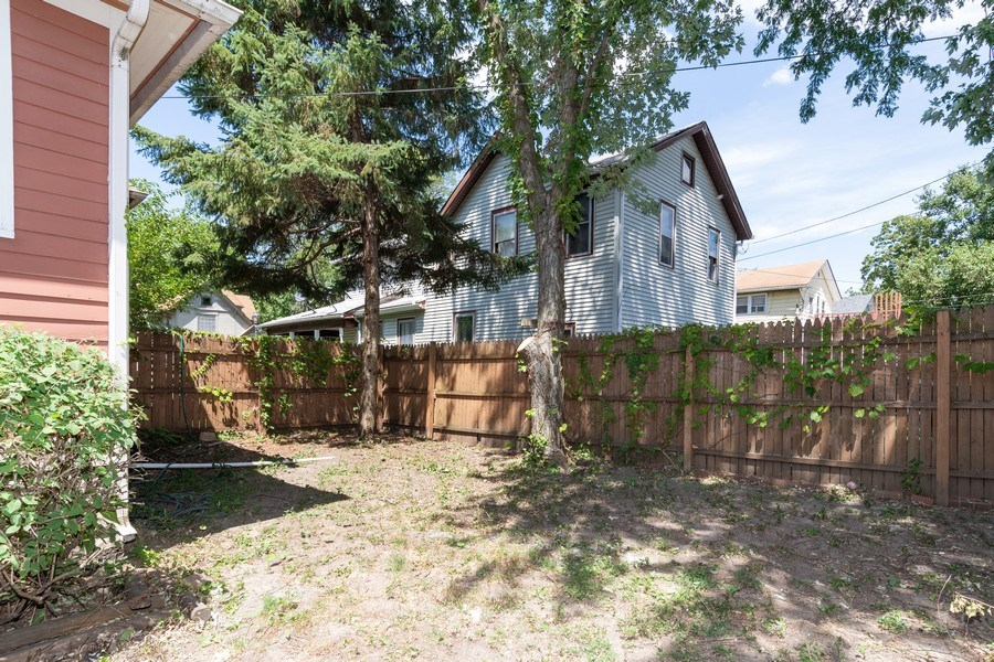 Real Estate Photography - 240 South Lincoln Ave, Aurora, IL, 60505 - Side Yard