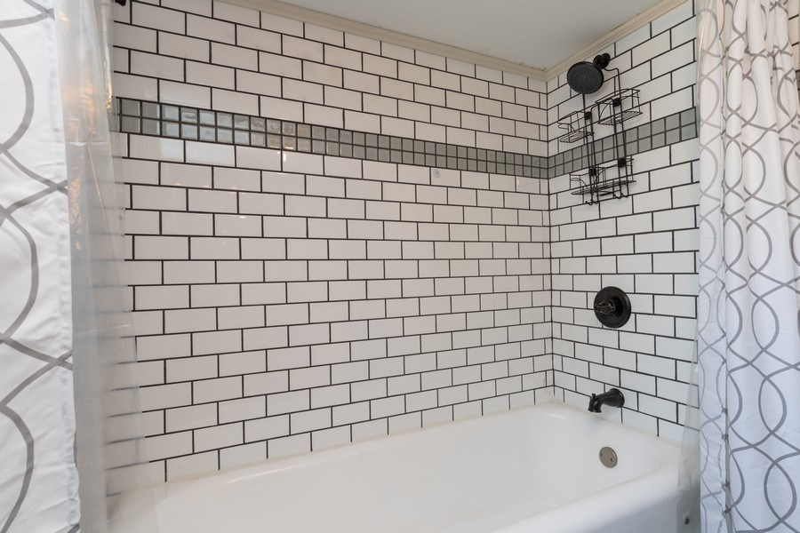 Real Estate Photography - 240 South Lincoln Ave, Aurora, IL, 60505 - Bathroom