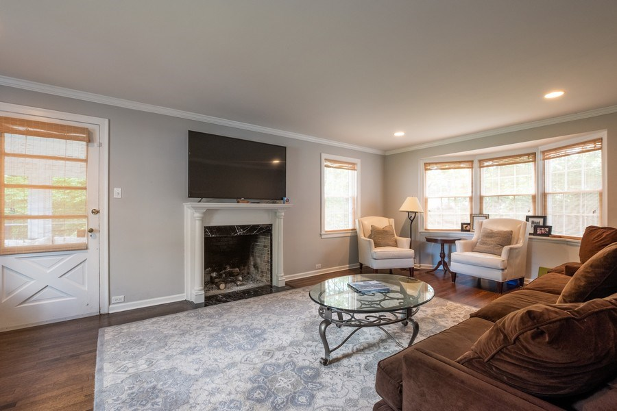 Real Estate Photography - 2600 Sheridan Road, Highland Park, IL, 60035 - Living Room
