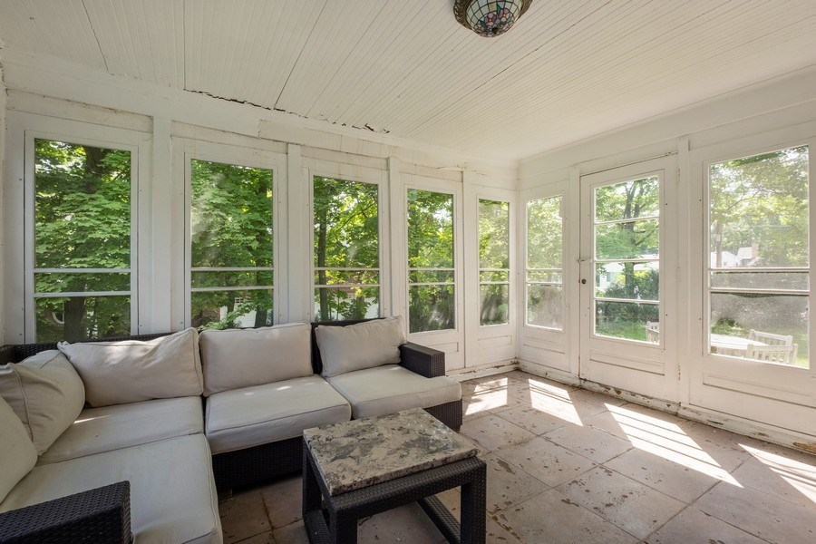 Real Estate Photography - 2600 Sheridan Road, Highland Park, IL, 60035 - Porch