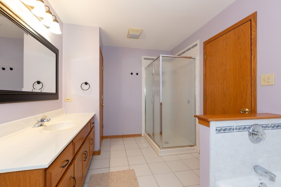 Real Estate Photography - 8712 176th Street, Tinley Park, IL, 60487 - Master Bathroom