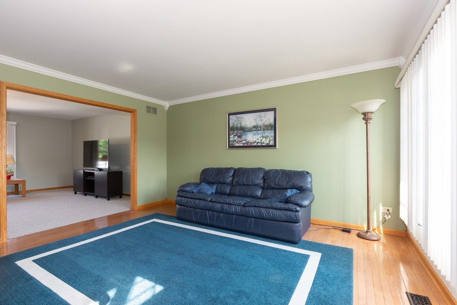 Real Estate Photography - 8712 176th Street, Tinley Park, IL, 60487 - Living Room