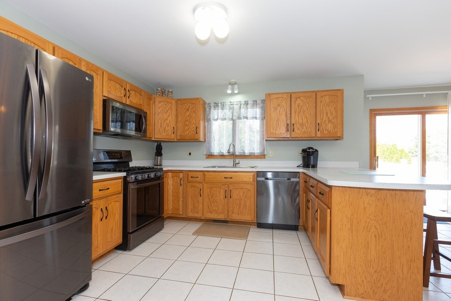 Real Estate Photography - 8712 176th Street, Tinley Park, IL, 60487 - Kitchen