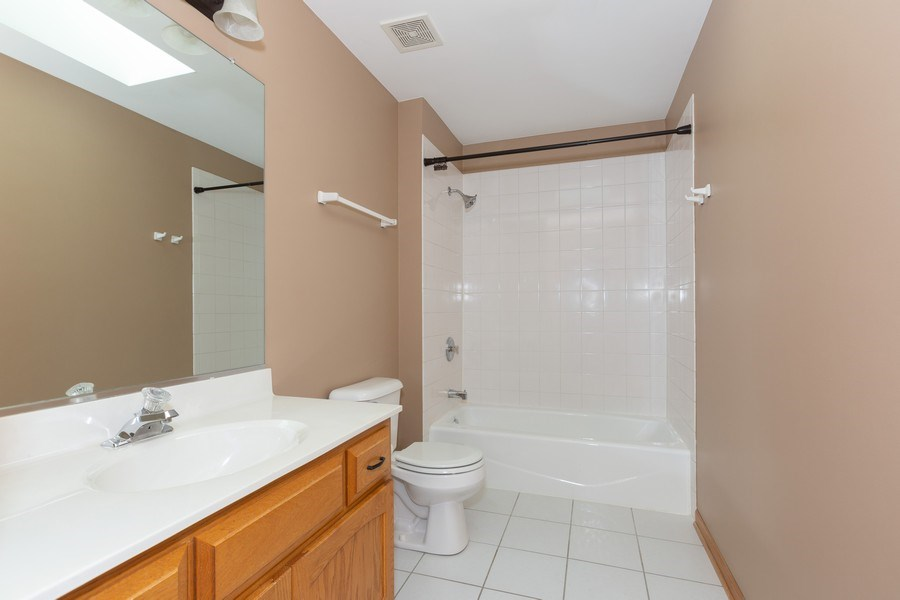 Real Estate Photography - 8712 176th Street, Tinley Park, IL, 60487 - Bathroom