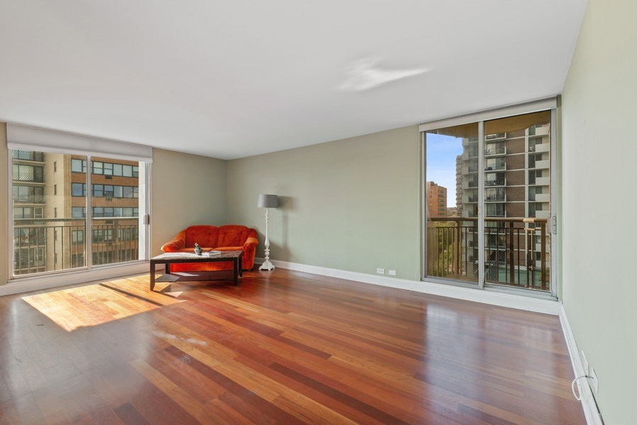 Real Estate Photography - 6007 North Sheridan Rd, 7K, Chicago, IL, 60660 - Living Room