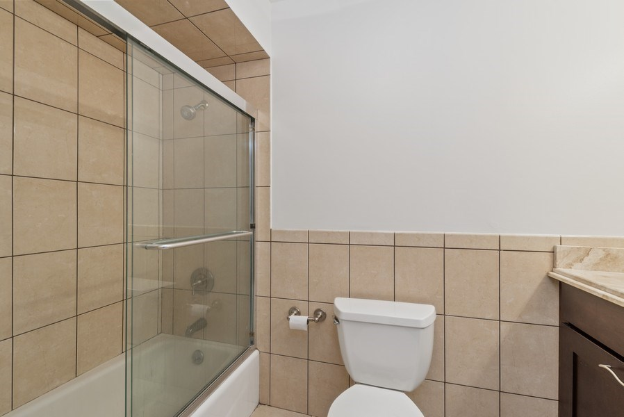 Real Estate Photography - 6007 North Sheridan Rd, 7K, Chicago, IL, 60660 - Master Bathroom