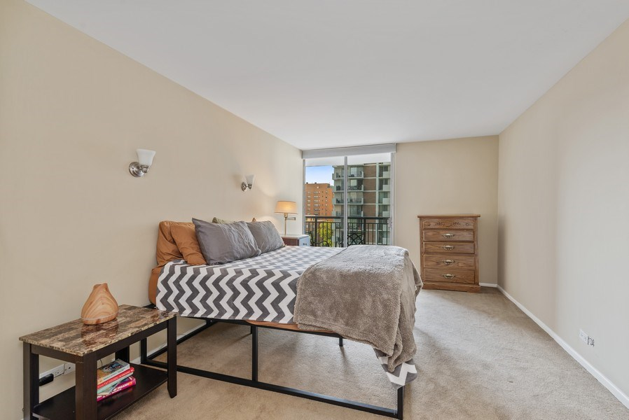 Real Estate Photography - 6007 North Sheridan Rd, 7K, Chicago, IL, 60660 - Master Bedroom