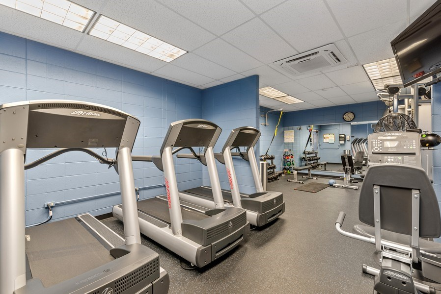 Real Estate Photography - 6007 North Sheridan Rd, 7K, Chicago, IL, 60660 - Exercise Room