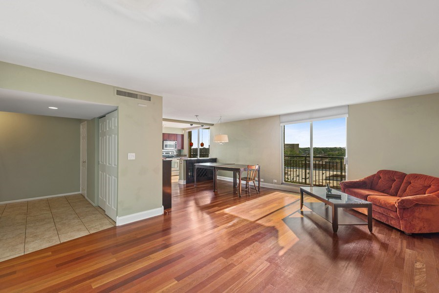 Real Estate Photography - 6007 North Sheridan Rd, 7K, Chicago, IL, 60660 - Great Room