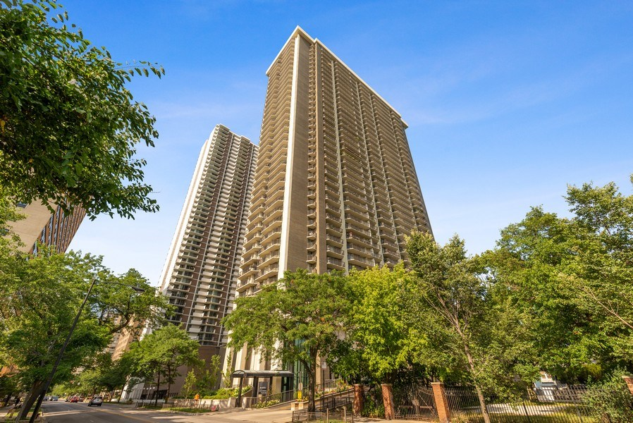 Real Estate Photography - 6007 North Sheridan Rd, 7K, Chicago, IL, 60660 - Front View