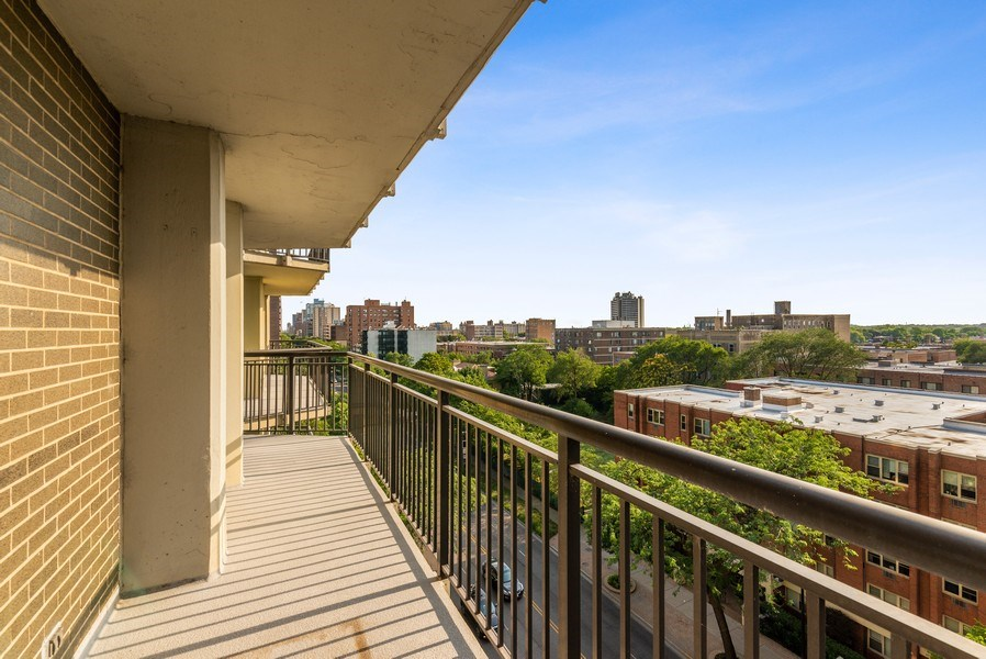Real Estate Photography - 6007 North Sheridan Rd, 7K, Chicago, IL, 60660 - Balcony