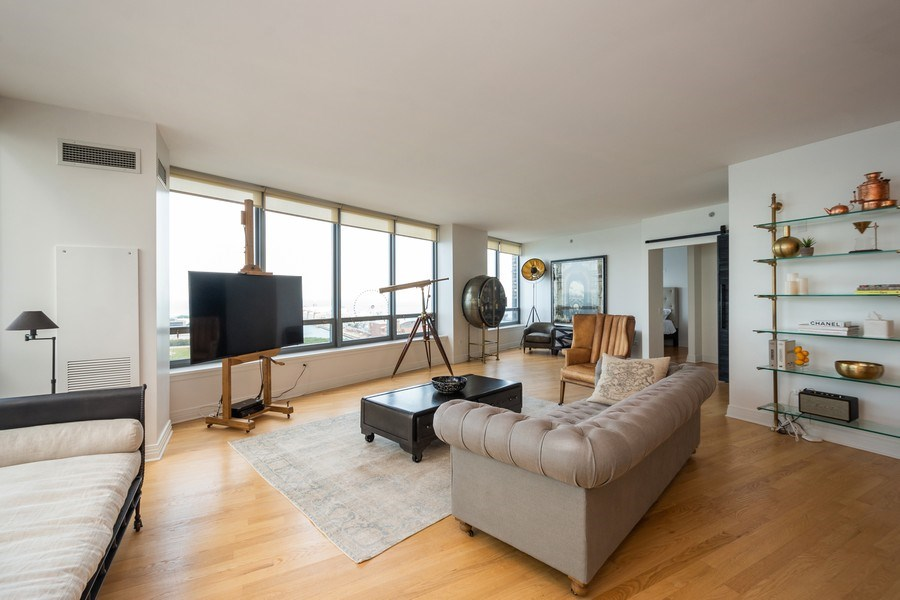 Real Estate Photography - 600 North Lake Shore Dr, 1605, Chicago, IL, 60611 - Living Room